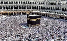 La Kaaba o Mezuita Sagrada. Se cree que la Kaaba fue construida por Abraham como lugar de peregrinación, aunque, al igual que otros templos sagrados del mundo, cumplía otras funciones como ser el centro del encuentro de las personas para intercambiar ideas y mercancías